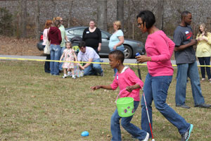 Saniya and Candace Sanders hunt for eggs. (Reporter photo/Christine Boatwright)