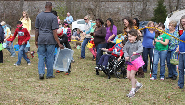 Rachel Hyche, right, and other kids begin hunting for beeping Easter eggs. (Reporter photo/Christine Boatwright)