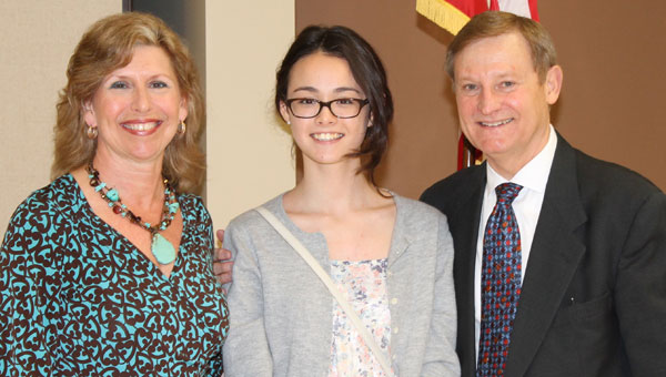From left, Kim Harrison, Nicole Stratton and Congressman Bachus at the Congressional Art Show Awards reception. (Contributed)