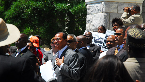 Minister Louis Farrakhan speaks to a crowd at a rally in front of the Shelby County Courthouse on June 14. (Reporter Photo/Jon Goering)