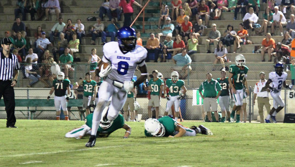 Kingwood's C'Yontai Lewis breaks away from two Hooper defenders in a 56-34 win Aug. 30. (Contributed/Diane Cunningham)