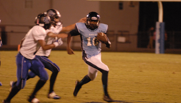 Calera's Ty Evans breaks free of defenders in a 83-6 win over Carbon Hill Oct. 4. (Reporter Photo/Drew Granthum)