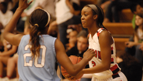Thompson's Myesa Pelton sets up the offense in a Dec. 12 win over Calera. (Reporter Photo/Drew Granthum)