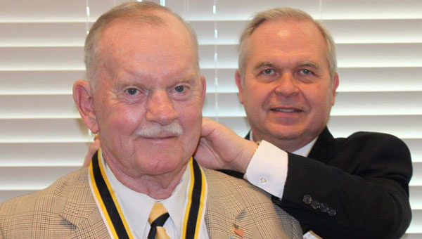 """Newly inducted Sons of Revolution Cahaba-Coosa Chapter President Lt. Col. (Ret.) Glenn Nivens receives the SAR """"Presidents Medallion and Ribbon"""" from National Trustee C.W. Posey, Jr. (contributed)"""