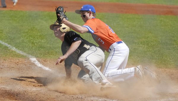 Montevallo's Wesley Mims and Vincent's Hayden Laddie look for an umpire's call at home plate in an April 5 matchup. (Reporter Photo/Drew Granthum)