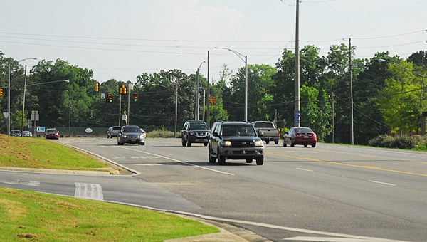 Alabama 119 currently shrinks from four lanes to two lanes at its intersection with Shelby County 26 near the Publix shopping center. (Reporter Photo/Neal Wagner)