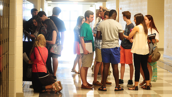 Helena High School students catch up with friends and fill their new lockers on the Aug. 7 first day of school. (Reporter Photo / Jon Goering)