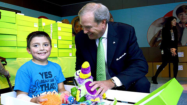 Bill Horton, Regions Financial area president, distributes Cheeriodicals at Children's of Alabama. (Contributed)