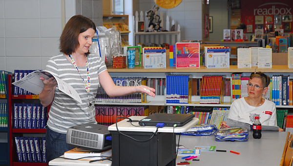 Meadow View Elementary School parent volunteer Tracy Peploe, left, explains the school's Title 1 backpack program to parents during a Sept. 25 meeting. (Reporter Photo/Neal Wagner)
