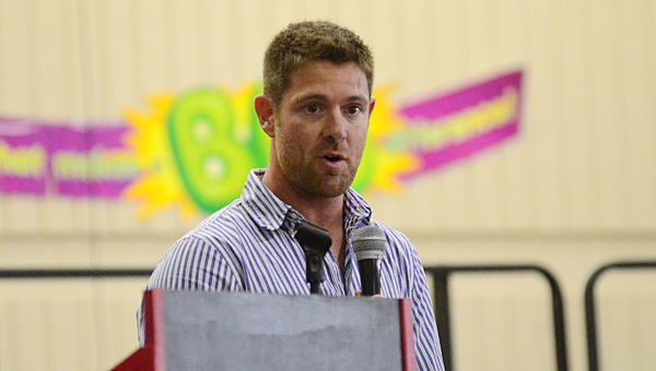U.S. Army Sgt. Noah Galloway, an Alabaster resident and recent winner of the Men's Health Magazine Ultimate Guy contest, speaks to hundreds of Thompson Sixth Grade Center students on Nov. 6. (Reporter Photo/Neal Wagner)