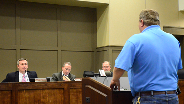 Alabaster resident Randall Booth, right, speaks with members of the Alabaster City Council during a Dec. 8 meeting at City Hall. (Reporter Photo/Neal Wagner)