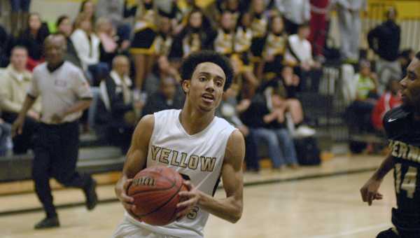 Jace Greene and the Vincent Yellow Jackets fell by two at Shelby County on Jan. 20. (File)