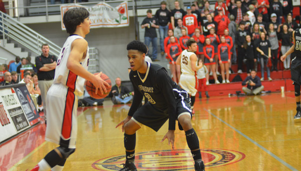 JaCorey Roper of Vincent (right) locks up Peyton Wilbanks of Fyffe in the second half of Vincent's Feb. 17 2A Northeast Regional final victory. (Reporter Photo / Baker Ellis)