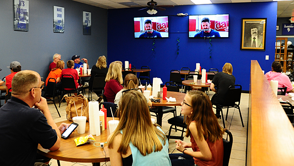"""Supporters gather at Alabaster's Chubb's Grub Station to watch Noah Galloway perform on """"Dancing with the Stars"""" on the night of March 16. (Reporter Photo/Neal Wagner)"""