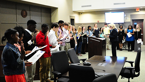 Alabaster Mayor Marty Handlon swears in members of the Alabaster Teen Council during a March 23 Alabaster City Council meeting. (Reporter Photo/Neal Wagner)