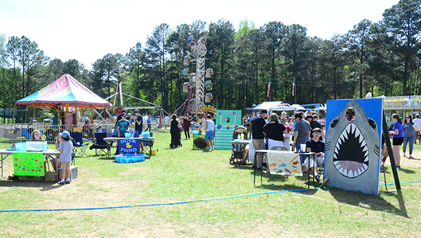 Thousands enjoyed the HES Spring Fling April 10-12. Saturday was one of the more popular days because of the sunny skies and warm weather. (Reporter Photo/Graham Brooks)