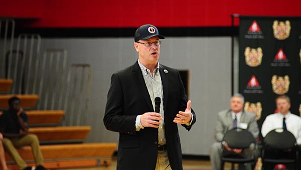 Mike Lutzenkirchen, father of former Auburn football standout Philip Lutzenkirchen, speaks to Thompson High School juniors and seniors at the school on April 9. (Reporter Photo/Neal Wagner)