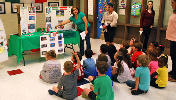 Ivonne Hernandez teaches IES students about some of the important figures and contributions Mexico has made to the world today. (Reporter Photo / Molly Davidson)