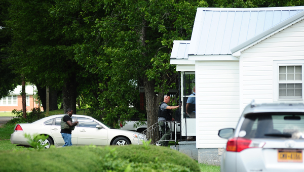 Six U.S. marshals enter a home off Carter Lane in Columbiana at about 3:15 p.m. on July 21. (Reporter Photo/Neal Wagner)