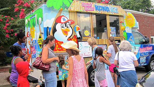 Kids enjoy Kona Ice during the Jane B. Holmes Library summer finale event on July 17. (For the Reporter/Ginny McCarley)