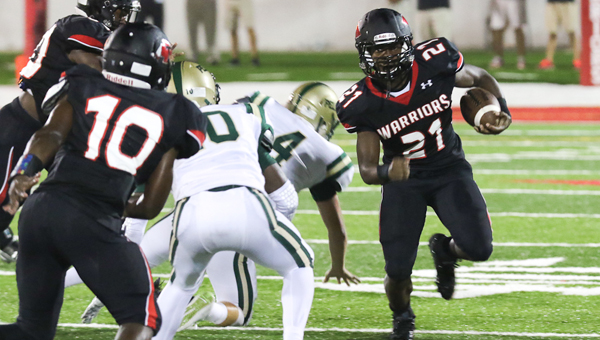 Frank Mwakajumba gets around the edge during Thompson's 43-13 rout of Pelham on Aug. 28. (Contributed / Eric Starling)