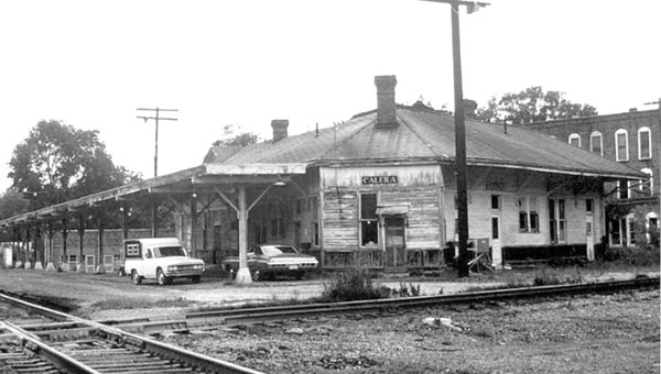 Calera Depot. Note the Peoples Hotel (brick building) in the back. (Contributed/Shelby County Museum and Archives)