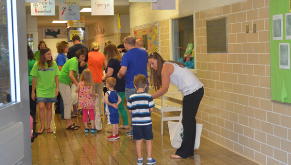 Valley Elementary School faculty and staff welcomed the school's newest and returning students Aug. 12 for the first day of school. (Reporter photo / Jessa Pease)