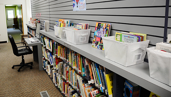 The Vincent Library has a collection of 12,000 books, and offers many services to the city's residents. (Reporter Photo/Neal Wagner)