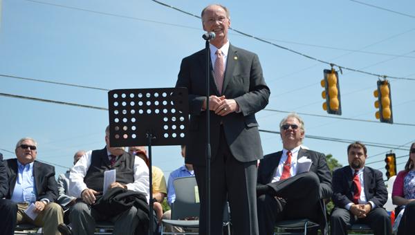 Alabama Gov. Robert Bentley addresses residents in Wilsonville during a park dedication ceremony May 25. (Reporter photo/Jessa Pease)