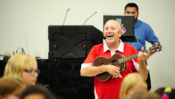 Roger Day performs in the Helena Elementary School cafeteria on Friday, Aug. 12 at a back to school dinner event hosted by the PTO. (Reporter Photo/Graham Brooks)