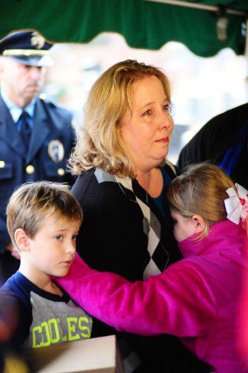 Philip Davis' wife, Paula, comforts her two children. (Reporter photo/Briana Harris)